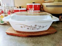 Vintage Pyrex Golden Honeysuckle Covered Casserole Dish No. 035. 2 1/2 Quart
