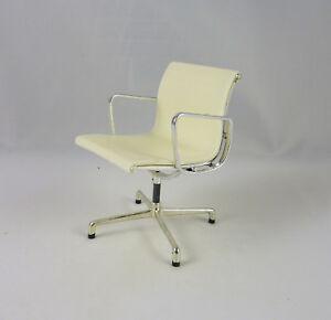 Dollhouse Miniature Reac Modern Office Chair, White , REC099