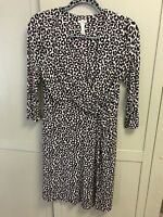 Soma Black & White Size Medium 95% Rayon Dress V-Neck long 3/4 Sleeve