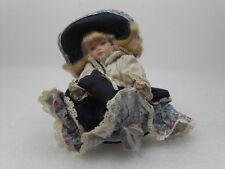 Bambola in ceramica porcellana con sedia poltroncina borsetta tracolla Vintage