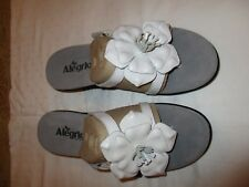 Alegria Hula HUL-109 sandals heels sz 40 leather white classy NWOB New flower