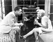 THE SEVEN YEAR ITCH great 8x10 still MARILYN MONROE & TOM EWELL -- a309