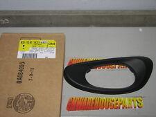 2002-2009 TRAILBLAZER DRIVER INSIDE DOOR HANDLE  BEZEL BLACK W/O MEMORY 15214501