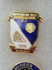 ROSSINGTON MAIN FC OFFICIAL PIN BADGE EARLY 1980'S IN VERY GOOD CONDITION