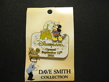 DISNEY WDW DAVE SMITH COLLECTION HONG KONG DISNEYLAND PIN ON CARD LE 2000