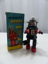VINTAGE JAPAN BATTERY OPERATED TIN TOY ROBOT WITH BOX