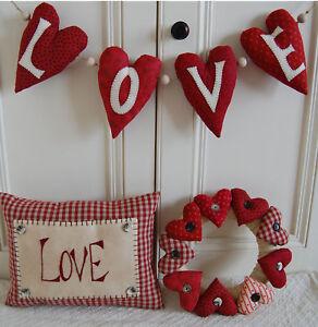 PRIM FOLK ART SEWING PATTERN 'LOVE HEARTS'  VALENTINE WREATH, CUSHION & SWAG
