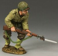 KING & COUNTRY D DAY DD185 U.S. 1ST INFANTRY DIVISION ADVANCING WITH RIFLE MIB