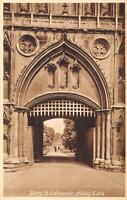 uk122 bury st edmunds abbey gate     uk