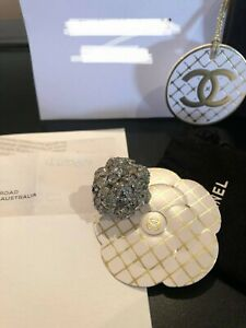 Stunning Chanel Camellia ring - silver metal and crystal strass