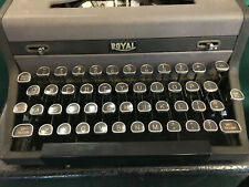 VINTAGE ROYAL TYPEWRITER~Quiet De Luxe~1949 ?~great condition