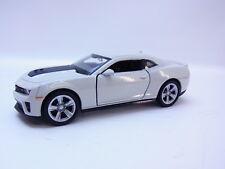 47683   Welly CHEVROLET CAMARO zl1 2009-1016 modello di auto bianco grigio automobili 1:42 NUOVO