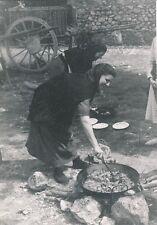 ÎLE DE MAJORQUE c. 1935 -Paysannes cuisinant  Monastère de Lluc  Espagne - P 513