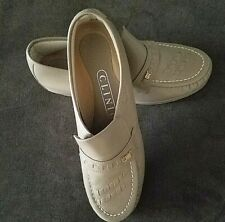 BRAND NEW - WOMEN'S SHOE BY CLINIC, WENDY MUSHROOM STEP-IN SIZE 8M