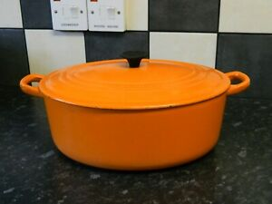 le creuset  cast iron  casserole dish and lid in orange  size 30