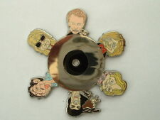 PIN'S JOHNNY HALLYDAY - RENAUD - GAINSBOURG -  - FOND COULEUR ARGENT - 50 EX