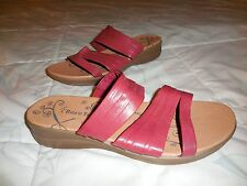 BEAR TRAPS 'Jump In' $69 ~ Red SOFT LEATHER SLIDE SANDAL Low Wedge 6M Slip On
