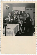 PHOTO ANCIENNE - FAMILLE FÊTE IVRESSE BISTROT - PARTY DRUNK - Vintage Snapshot