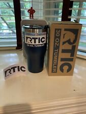 NEW RTIC 30 Oz Stainless Steel Tumbler Travel Hot Cold Beverage Mug w Lid- Navy