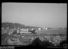 Vue panoramique de Cannes port bateaux voiliers - ancien négatif photo an. 1950
