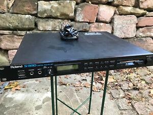 Roland S-330 Digital Sampler