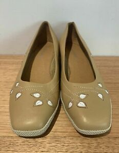 Hush Puppies Tan Leather Slip On Low Wedge Heel White Floral 'Kate' Size 41 New