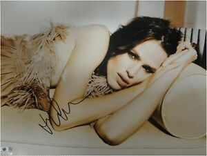 Jennifer Garner Signed Autographed 11X14 Photo Sexy Close-Up on Couch GA774713