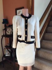 VINTAGE  ST JOHN BY MARIE GRAY knit two piece skirt suit. Skirt 8, top 6