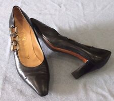 Roger Vivier Soft Black Leather Pump with Silver Chain Women's Size 36.5 US 6.5
