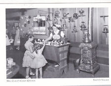 """""""The Candy Shop""""/Mrs Claus's Candy Kitchen""""/Santa' s Village/ /Post Card (A19-1)"""