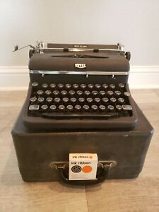 Royal Quiet Deluxe Manual Portable Typewriter in Case 1942 with new ribbon