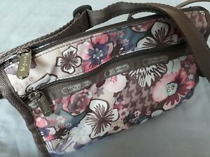 Le SportSac Classic Small Crossbody Bag in Pink Floral Cherry Flower patten