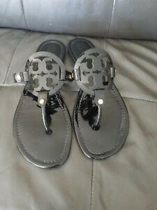 Tory Burch Miller Black Patent Leather Flat Thong Medallion Sandals Womens Sz 11