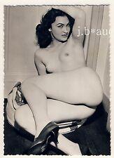 NUDE WOMAN STUNNING THIGHS NACKTE FRAU ZEIGT SCHENKEL * Vintage 50s Risque Photo