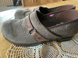 Sanita Danish Clogs Brown Tooled Rose Floral Pattern Leather Suede Size 41