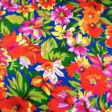 Color rojo brillante y Flor Ramo de impresión de 100/% algodón tela floral.