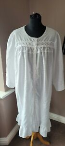 VINTAGE WHITE POLY/COTTON NIGHTDRESS/DRESSING GOWN  SIZE 18,/20