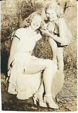 ORIGINAL VINTAGE PIN-UP PHOTO ~ FUN-LOVING FRIENDS HANGING OUT