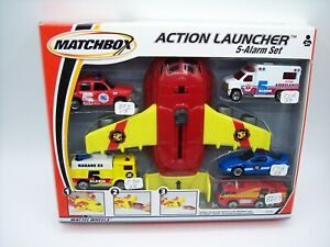 """MATCHBOX"" 2000 FIVE ALARM ACTION LAUNCHER SET w/ YELLOW MACK FIRE TRUCK MIB"