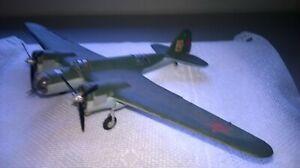 Zveda 1:72 gebaut/gesupert  Tupolev SB-2M-100A  aus Sammlungsauflösung