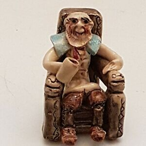 OLD UNCLE TOM COBLEY IN HIS CHAIR Will Young Runnaford - Devon Pottery  (A8)