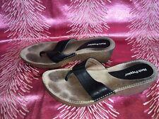 Black Hush Puppies Toe Post Leather Sandal Size 6