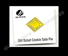 2000 OFFICIAL Girl Scout YELLOW COOKIE PIN, NEW on CARD Multi=1 Ship Chrg