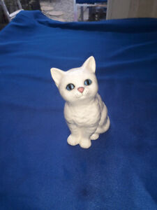Vintage Royal Doulton Purrfect White Cat with Blue Eyes/Pink Nose