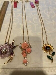 """LOT OF 3 """"BETSEY JOHNSON"""" GOLD TONE CHAIN FLOWER PENDANT/BROOCH NECKLACES, NEW"""