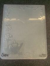SIZZIX EMBOSSING FOLDER LET IT POUR WATERING CAN GARDEN FLOWERS NEW 658431