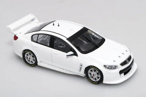 1:43 Biante - Holden VF Commodore - Plain Body White