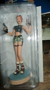 Lara croft-Statuette l ange des ténèbres- Strahov Complex-Neuve sous blister