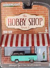 Greenlight The Hobby Shop Serie 2  Volkswagen Typ 2 DoKa mit Rucksacktourist