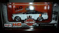 MAISTO 2011 FORD MUSTANG GT  #1 WHITE MOTOR HARLEY DAVIDSON 1/24 CAR 32170WH